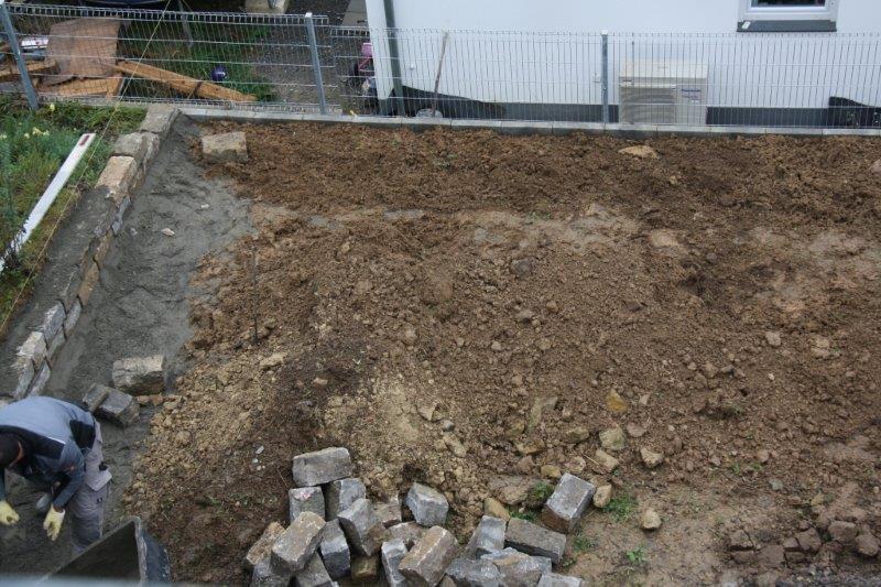 vorher: Gestaltungselemente Platten/Pflaster zusätzlich zur Bepflanzung, Garten-Boss, Stuttgart